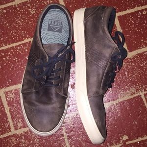 Men's BRAND NEW REEF LEATHER sneakers